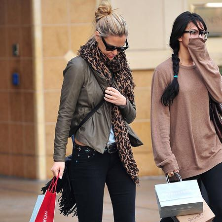 It's reassuring to know that even supermodels have bad skin days. Bar Refaeli, the on/off girlfriend of Hollywood hottie Leonardo DiCaprio, was spotted (no pun intended) Christmas shopping on The Grove in LA while attempting to conceal her breakout..  <br />