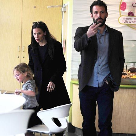 Actor and director Ben Affleck was less than pleased to be papped as he attempted to enjoy some frozen yoghurt with his family, including wife Jennifer Garner and daughter Violet, in LA...<br /><br />