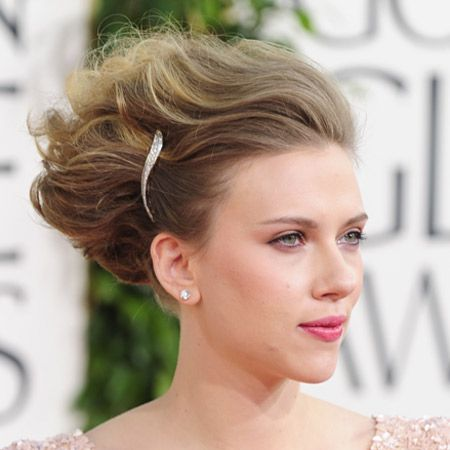 <p>Actress Scarlett Johansson chose a gravity-defying 'do to hand over the Golden Globes Best Supporting Actor award to Christian Bale. Softly waved and quiffed from root to tip, the secret to this heady hairstyle was backcombing, blowdrying and lots of Moroccanoil Luminous hairspray. Accessorised with a simple silver clip, it gets top marks from us! Oh and fyi, her creamy makeup came courtesy of the new Dolce&Gabbana cosmetics collection</p>