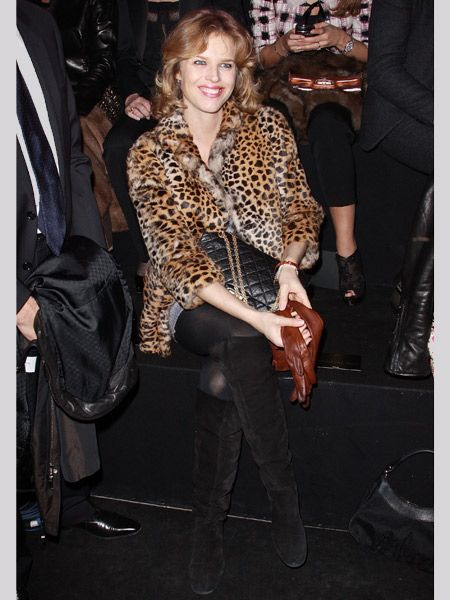 <p>Grrrrr, Eva brought out her wild side on the front row at Paris Fashion Week and we like it. Demonstrating how to wear leopard print properly, she's teamed her fur coat with black suede knee high boots and tights. And look at those soft brown leather gloves in her hand, debonair or what!? </p>