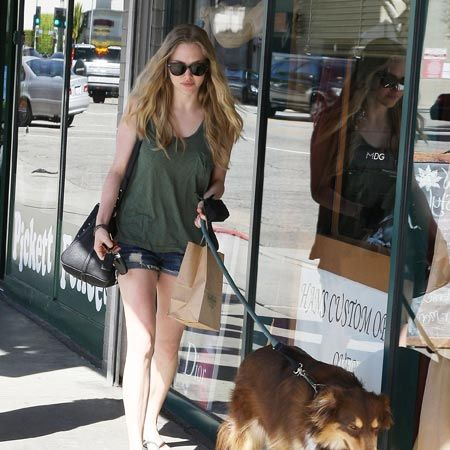 Newly single Hollywood actress Amanda Seyfried popped out for a coffee with friends and carried a bowl of water for her pet pooch in West Hollywood. The starlet recently split from actor Ryan Phillippe after three months, with Phillippe currently being romantically linked to Rihanna.