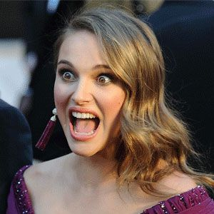 <p>Pregnant Natalie Portman was one of the last celebs to appear on the red carpet, as she prepared for the biggest night of her acting career. We imagine she was practising her 'Oscar acceptance pose' in this pic</p>
