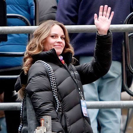 <p>Hilary Swank was spotted wrapping up warm on the set of her latest flick New Year's Eve, which was shooting on location in New York's Times Square. The follow up to last year's Valentine's Day has an all star cast with Lea Michele, Zac Efron and Ashton Kutcher. Can't wait for its release!</p>