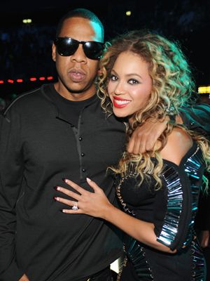 <p>Age difference: 12 years </p> <p>Hip hop mogul, Jay-Z, 41, put a ring on it in 2008 when he married music's most independent woman, Beyonce, in a top-secret ceremony in New York. Her Lorraine-Schwartz designed ring is rumoured be worth $5million – wow! </p>