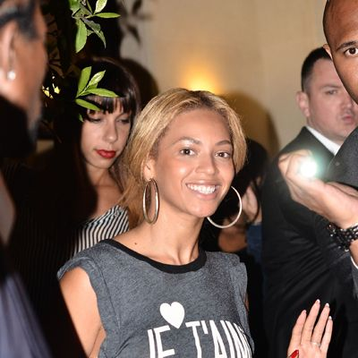 <p>Beyoncé was getting into the spirit of all things French whilst in Paris for a magazine shoot. Beyoncé, Je T'aime. J'adore the au naturel look, too.</p>