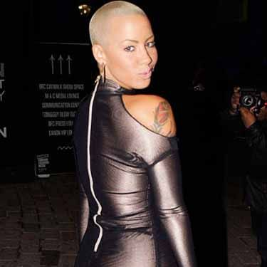 <p>Kanye's ex Amber Rose knows a form-fitting dress when she sees one.</p>