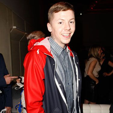 <p>Pro' Green kicked back at the event, rocking a similar button-up to Reggie Yates</p>