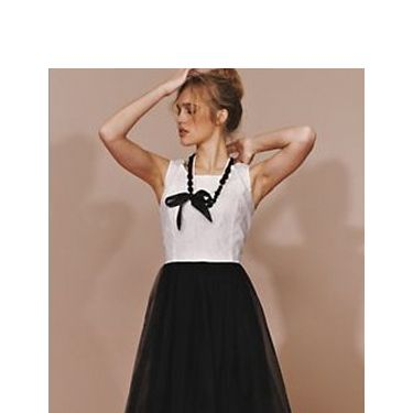 <p>This ballerina inspired prom frock is just perfect. We love the monochrome colour contrast. Soft but dramatic... we like that!</p>