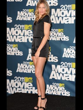 <p>With legs like those, it would be a crime not to show those famous pins off. Proving that simple is stylish in an all-black jumpsuit and wedges - gorge!</p>