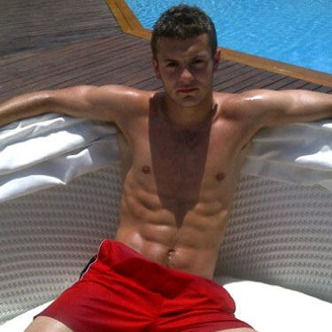 The weather may be temperamental this summer but we have Jack to heat things up for us as he oh-so thoughtfully posted this topless pic of him posing on Twitter for our pure pleasure. Boy has Ronaldo got some competition now…