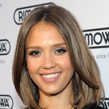 <p>One of the first ladies to show her love for the 'lob' was American beauty, Jessica Alba. Seen wearing it smooth and sleek or with natural movement through the ends, it opens up her face and shows off her puppy dog brown eyes. Stunner!</p>