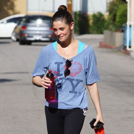 <p>So this is how Ashley Greene maintains such an enviable figure - she's never out of the gym! We suppose you have to stay trim when you play a vampire who never eats…</p>