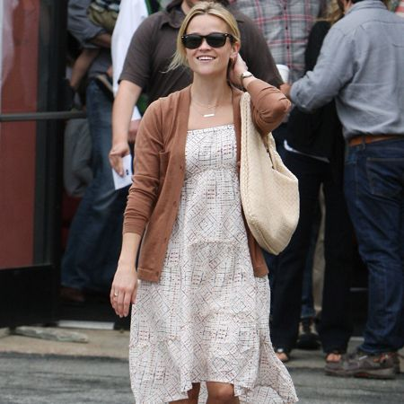 <p>Here's a very smiley looking Reese Witherspoon… We'd never dare suggest that the newlywed was pregnant just because she was wearing an empire-line dress - or would we?</p>