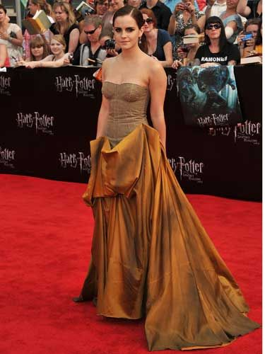 <p>Emma worked some fashion magic at the New York premier of the final film of the Potter franchise in a Bottega Veneta gown. The burnt bronze skirt and linenbustier has cast a spell of fashion envy on us. Of her choice Emma said, 'New York is such a fashion capital, I felt I could push the envelope a bit. With London I went a bit more classic but for today I wanted to do something edgier.' She vamped up her look with dramatic gothic eyes and slicked back hair</p>