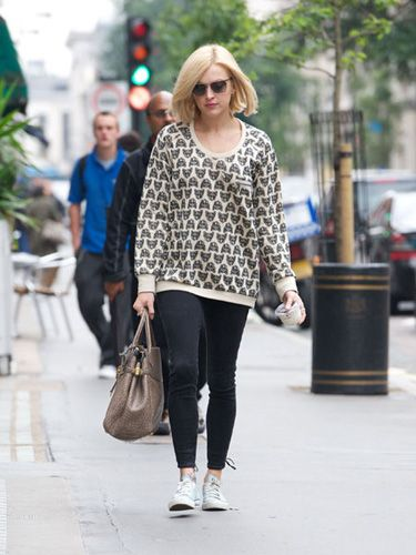 <p>Aw, how cute is Fearne Cotton's cat sweater? We want one NOW! Talking of felines, the Radio 1 presenter has definitely been looking quite the little sex kitten since she getting her blonde bob. No wonder she bagged new boyfriend Jesse Wood, purr</p>