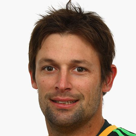 <p>We've cherry picked the cutest cricketers from the England and Australia teams for your enjoyment...<br /></p> <p><strong>Left:</strong> Aww check out team Australia's <strong>Ben Hilfenhaus</strong> who's famed in cricket for his 'fast arm'. We could think of a fair few uses for your arm though Ben, namely placing it around us</p>