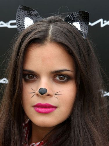 The fashion blogger and model channelled a feline vibe with cute cat ears accompanying a heart on her nose and whiskers