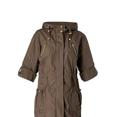 """<p>Take a note out of Ms Moss's style book and grab yourselves a trans-seasonal style must – the parka! This light-weight cover-up from New Look is just perfect</p><p>£34.99, <a href="""" http://www.newlook.com/shop/womens/jackets-and-coats/pocket-detail-parka_221735933"""" target=""""_blank""""> newlook.com </a></p>"""