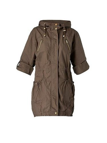 "<p>Take a note out of Ms Moss's style book and grab yourselves a trans-seasonal style must – the parka! This light-weight cover-up from New Look is just perfect</p><p>£34.99, <a href="" http://www.newlook.com/shop/womens/jackets-and-coats/pocket-detail-parka_221735933"" target=""_blank""> newlook.com </a></p>"
