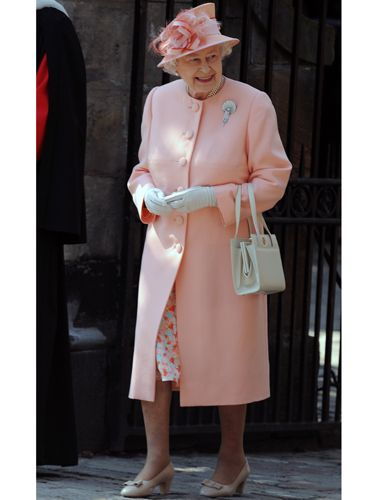 Speaking of which, HRH herself pulled it out the bag for her granddaughter Zara's wedding. Like the bride, the Queen was clad in a Stewart Parvin creation, her outfit in gorgeous salmon pink shades which she teamed with tres on-trend nude heels. Good work maam!