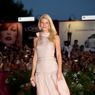 <p>Gwynnie wowed at the Contagion premiere in a stunning dusty blush Prada gown with mega platforms peeping beneath it</p>