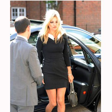 <p>Kate Moss always knows how to nail a classic look. Looking like a moden Bardot, she keeps it simple by pairing her bracelet sleeve dress with her classic le69 paco rabanne bag</p>