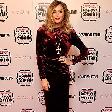 Bow down to the stylish altar of Fearne Cotton. We adore the vamp-esque ensemble she wore to the 2010 Comsopolitan Ultimate Women Of The Year Awards