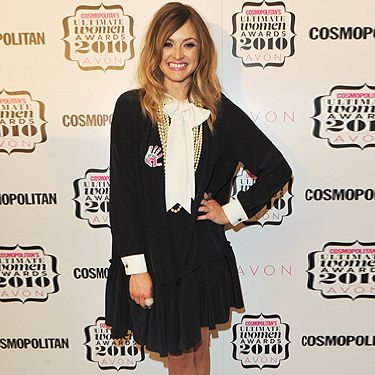 Costume change people! Fearne changed in to a more playful outfit for the 2010 Comsopolitan Ultimate Women Of The Year Awards. Wearing a monochrome outfit that consisted of pearls and big white cuffs, she looked uber chic. Very Chanel sweetie darling!