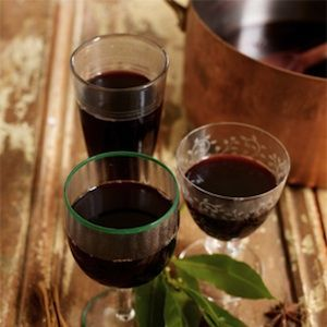 <p>Fancy rustling up some mulled wine, Jamie Oliver style? Of course you do&#x3B; why wouldn't you want something that tastes deliciously like Christmas in a glass...</p>