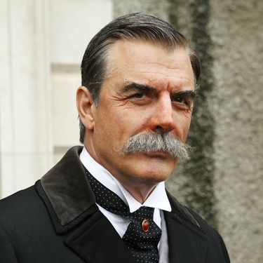 What would Carrie say if she could see Big now? This ultra-bushy 'tache has got quite a mixed reaction from Noth fans around the world, but we think those whiskers give Chris some super silver fox credentials!