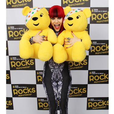 Nobody's perfect, but Jessie gave it a damn good try, wowing the crowds with a solo performance and THAT black and white catsuit. We love this photo of her with the twin Pudseys...