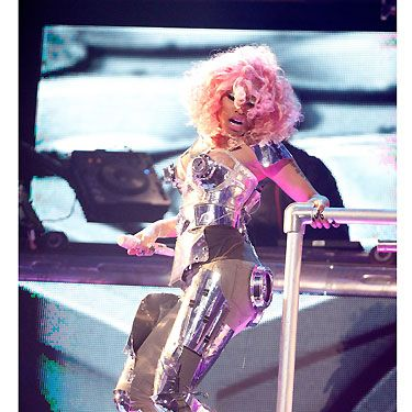 Nicki made an impression from the show's opening moments, kicking off the AMAs with a David Guetta-aided booty-thumping performance of 'Turn Me On' and 'Super Bass'. You've gotta love the Minaj!