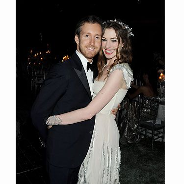 Anne Hathaway and Adam Shulman are engaged! Anne announced that her dutiful boyfriend had popped the question after three years of dating. We're glad he's decided to 'put a ring on it' - a rather glam Kwait Heritage Jewel ring at that! We can't wait until the wedding - congrats!