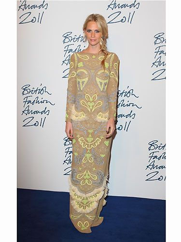Poppy Delevingne is beautiful, especially in her Matthew Williamson frock. Seriously, how does she strike the perfect fashion pose in every picture?