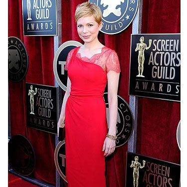Wow! Michelle Williams dazzled at the 2012 Screen Actors Guild Awards. A red Valentino dress was the look of choice - good work!