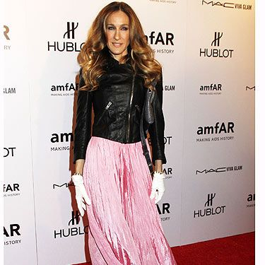 The star of the night Sarah Jessica Parker wore a beautiful pink dress by Oscar de la Renta teamed with a surprise choice (but oh-so wearable) leather biker jacket by Theyskens Theory. Underneath the jacket was a  Carole Tanenbaum vintage necklace (we want!). Just one thing, what's with the Minnie Mouse style white gloves SJP?