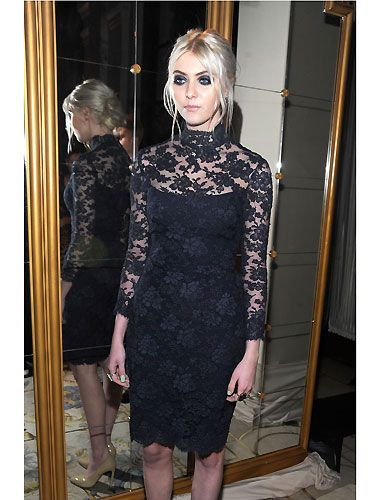 <p>Wow! How much do we love Taylor Momsen's luxe goth look? A lot, is how much! With ultra-smoky eyes, gleaming skin and a Victoriana inspired black lace dress by Marchesa, this Gossip Girl was ready to hit the frow <br /><br /></p>