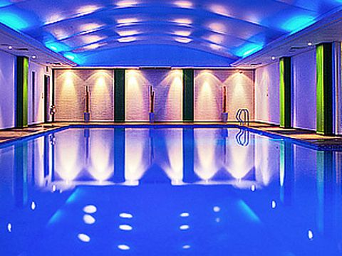 "<p><strong>Where: </strong>Surrey<strong><br />What: </strong>Pamper Day including massage & facial, £39<strong><br />Why:</strong> This treat-filled spa day at The Thames Club & Spa in Staines-upon-Thames, which includes a 30-minute massage (Swedish or deep-tissue) and a 30-minute facial, plus unlimited access to the leisure facilities for the day, is perfect for mums.<strong><br /><br />Book:</strong> <a href=""http://www.travelzoo.com/uk/local-deals/Surrey/Spa/42463"" target=""_blank"">travelzoo.com/uk</a></p>"