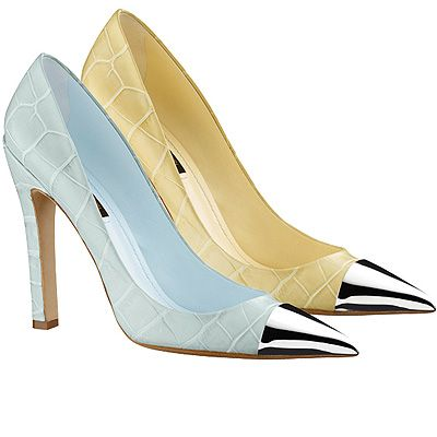 "<p>With the ladylike trend in full flow this season, pointed shoes are firmly on our fashion radar - especially ones with contrast toes, as seen on the SS12 catwalks and a bevvy of celebs - we're looking at you, <a title=""Is the mule back for SS12?"" href=""http://www.cosmopolitan.co.uk/fashion/news/trend_alert_is_the_mule_shoe_back_in_fashion_for_spring"" target=""_self"">Rihanna and Alexa Chung</a>.</p> <p>Here's or pick of the best pointy pumps...</p> <p>From the catwalk: Louis Vuitton 'Merry-go-round' pumps, <a title=""Louis Vuitton"" href=""http://www.louisvuitton.co.uk/front/#/eng_GB/Collections/Women/Shoes"" target=""_blank"">Louis Vuitton</a></p>"