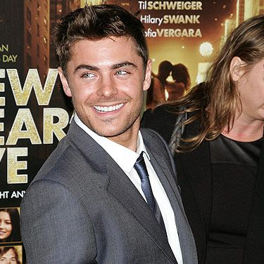 Well hello! Zac arrived at the Ziegfeld Theatre in New York for the 'New Year's Eve' premiere, and we must say, he looks totally hot. You have to go watch this film, even just to see Zac in action – especially his dance moves. Swoon