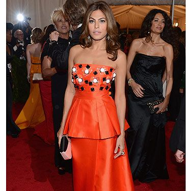 <p>Can you picture Hollywood hottie Eva Mendes selling hot dogs in a mall? Us neither, but the actress donned a red, yellow and white uniform for a summer job at California's Hot Dog on a Stick fast food restaurant before she got her big break. Look who's the hot dawg now, huh Eva?</p>
