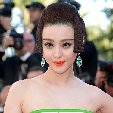 <p>With her hair neatly arranged in a rather elaborated fake, short bob, the Chinese star is channelling the Japanese Geisha</p>