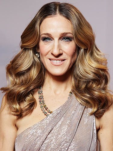 <p>Look at Sarah Jessica Parker, she almost looks like a member of the royal family. From her shimmering, asymmetric frock to her jewels, to her big, ladylike hairstyle - she's oh so regal</p>