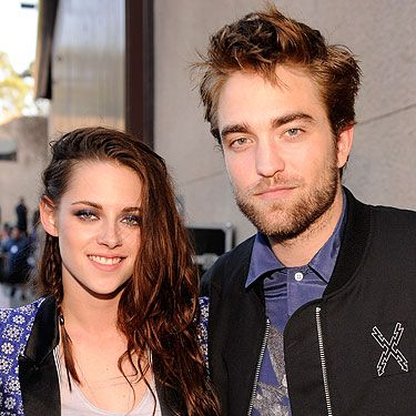 <p>KStew and RPattz skipped the pink carpet (oh no they dint!) in favour of sneaking around the back entrance - big surprise there then. Oh well, this marvellous photographer got them and look at Kristen, she's even smiling<br /><br /></p>