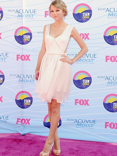 <p>The star of The Teen Choice Awards had to be Taylor Swift, she won all FIVE of the awards that she was nominated for. We have to say, she could well win Cosmo's best dressed award too because we think she looks stunning in her white Maria Lucia Hohan dress, Lorraine Schwartz jewels and Prada shoes</p>