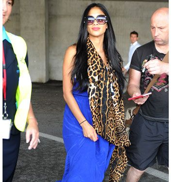 <p>X Factor judge, Nicole Scherzinger is a pro at airport dressing. Making Nice airport her catwalk, Nicole strutted her stuff in a bold ensemble. The key to this outfit is the accessories&#x3B; we have the worst case of 'scarf-envy' ever! In this case, the bolder the better!</p>
