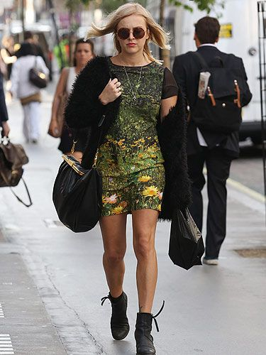 <p>We literally cannot get enough of Fearne Cotton's pregnancy style. Granted, she isn't showing much but still, we just know she's going to wow with a bump. The presenter was snapped as she headed to the Radio 1 studios wearing a green garden print dress with sheer cap sleeves teamed with a shaggy cardigan and little booties - we LOVE!</p>