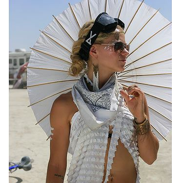 <p>Cosmo couldn't get enough of the tribal jewellery, face art and couture-style white dressing.</p>