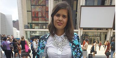 <p><em>Fashion blogger</em></p> <p>Look who we spotted again! Clearly a lover of all things fashion, DIY fashion blogger Geneva looked super cute in her Australian designer short suit combo at New York Fashion Week. We love her outfit so much we even considered (if only for a moment) going to Australia to steal some of her style! But we thought we'd save money and wait for her blog instead...</p>