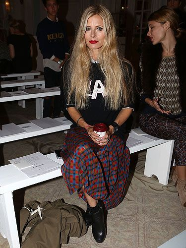 <p>How cool does Laura Bailey look? The model sat front row at the Roksanda Ilincic show wearing a preppy graphic jumper with a knee-length plaid skirt and black ankle boots.</p>